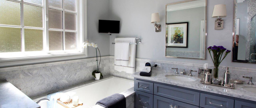 BATHROOM REMODELING: Should You Replace Your Tub With a Walk-In Shower?
