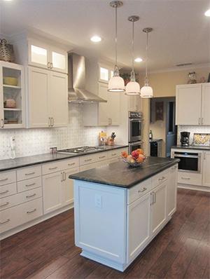 starmark-cabinetry-transitional-kitchen-design
