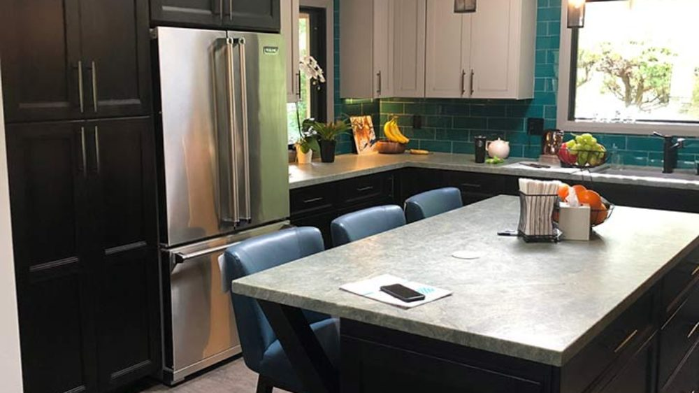 Starmark-Cabinetry-Transitional-kitchenTwo-toned-cabinets_4279