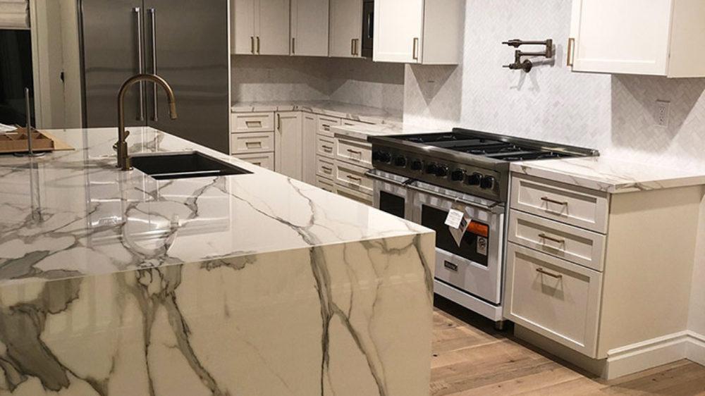 Starmark-Shiloh-white-modern-kitchen-style_2195